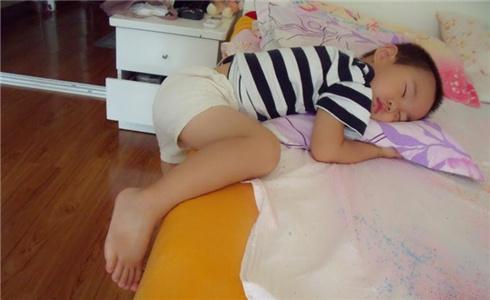辣妈秀宝宝的睡姿